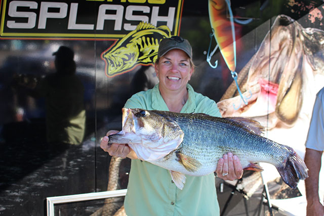 First Woman to win the BIG BASS SPLASH